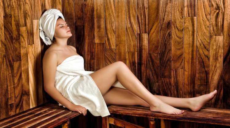 2021/04/woman_in_sauna.jpg